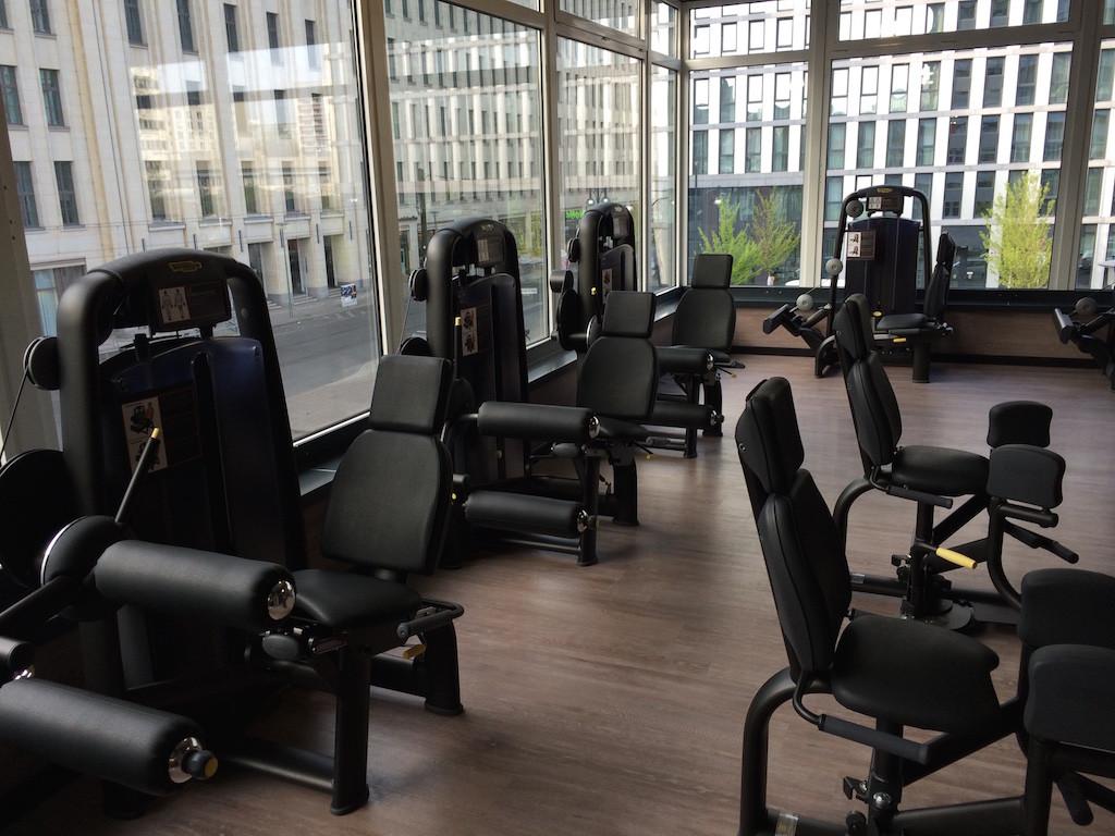 FitX alexanderplatz, Berlin, bitte, training, fitness, studio, discounter, günstig, bose, haus, eingang, cardio, getränke, kusplan, spinte, cardio2