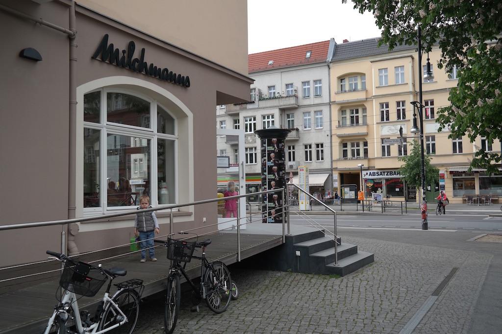 Milchmanns, café, frühstück, essen, Kaffee, prenzlauer berg, Berlin, innen, ei, Rührei , innen2, karte , außen