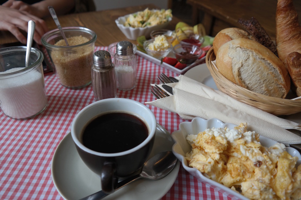 Milchmanns, café, frühstück, essen, Kaffee, prenzlauer berg, Berlin, innen, ei, Rührei